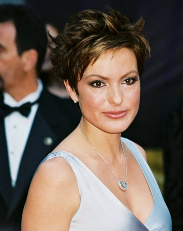 Mariska Hargitay Wearing A Short Choppy Haircut Or Pixie
