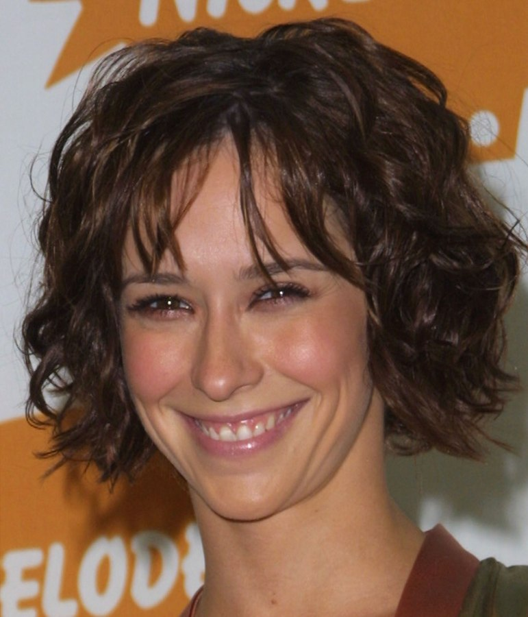 Jennifer Love Hewitt With Her Short Hair Styled For A Just Out Of