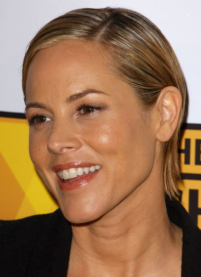 Maria Bello S Chic Short Hairstyle With The Hair Combed