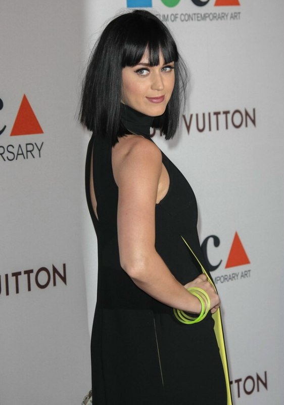 Katy Perry Black Hair Cut Very Blunt At The Shoulder Line