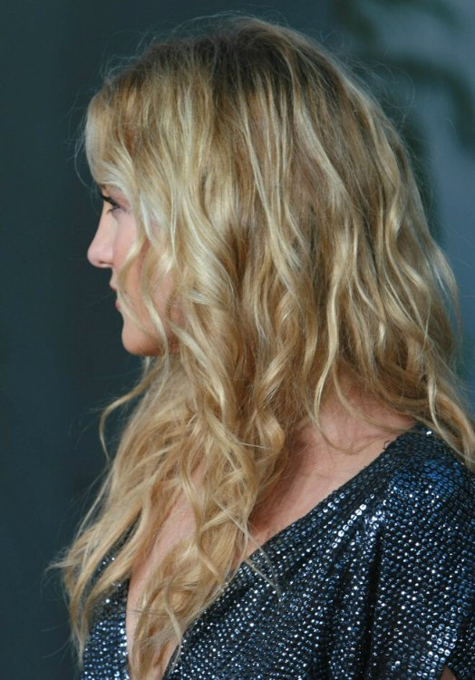kate hudson u0026 39 s hair with natural looking waves and spirals