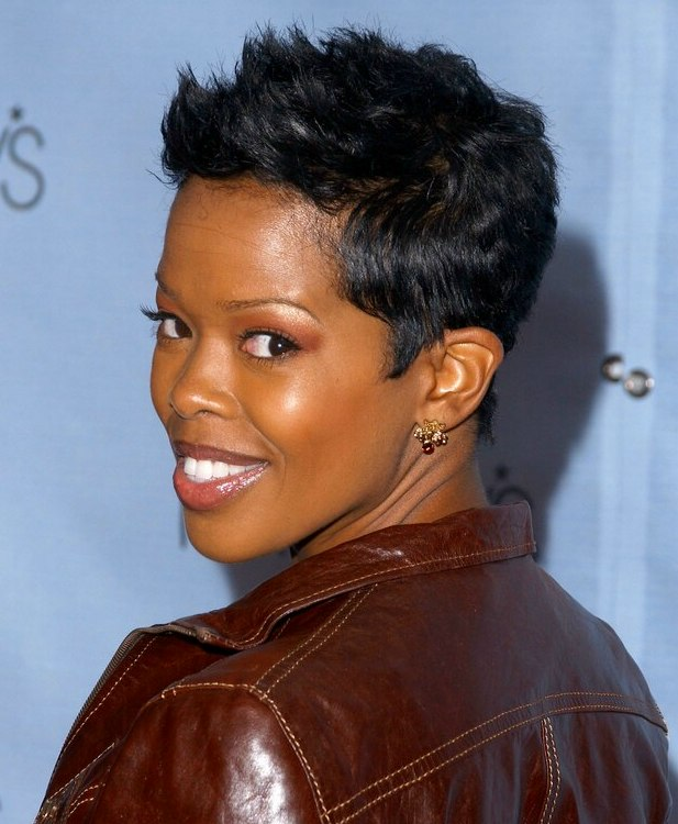 Malinda Williams with her short hair in a feminine pixie cut