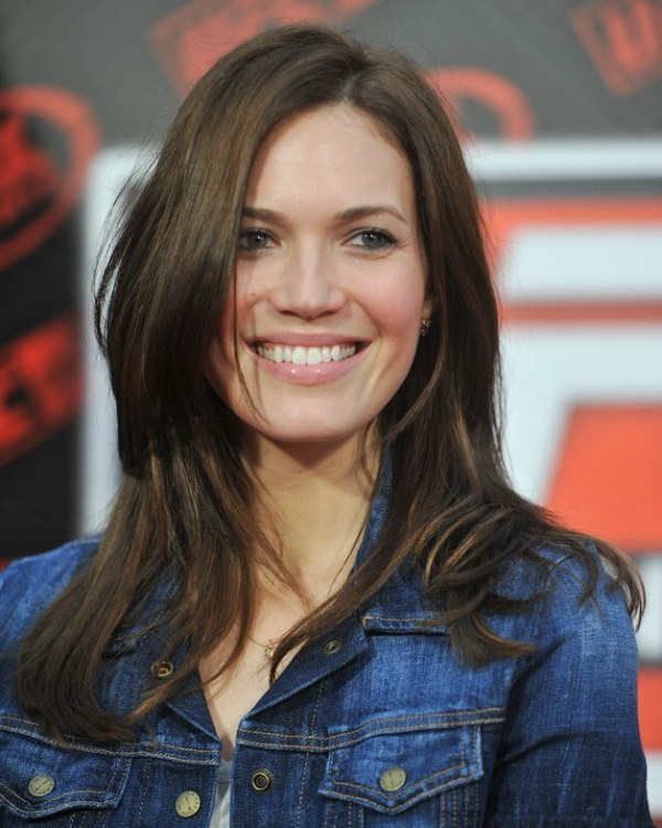 Mandy Moore S Simple But Gorgeous Long Hairstyle And Denim