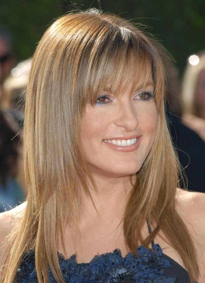 Mariska Hargitays Long Sleek Hair With A Tapered Line Around The Face