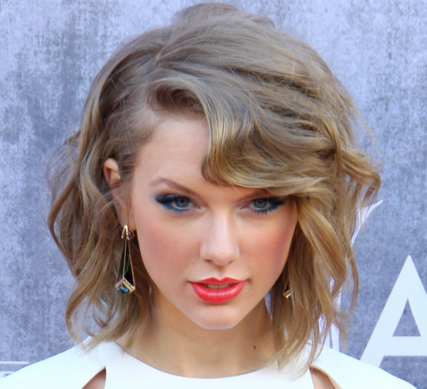 Taylor Swift wearing her hair in a new short style - Country Hairstyles