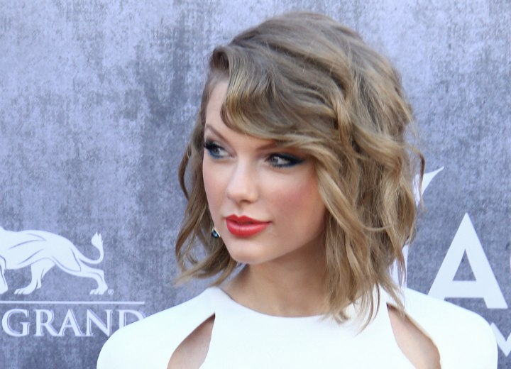 Taylor Swift wearing her hair in a wavy angled bob