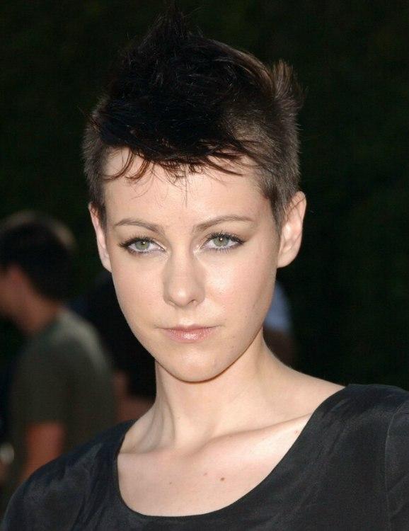 Natalie Portman vs Jena Malone Very-short-hair-jena-malone