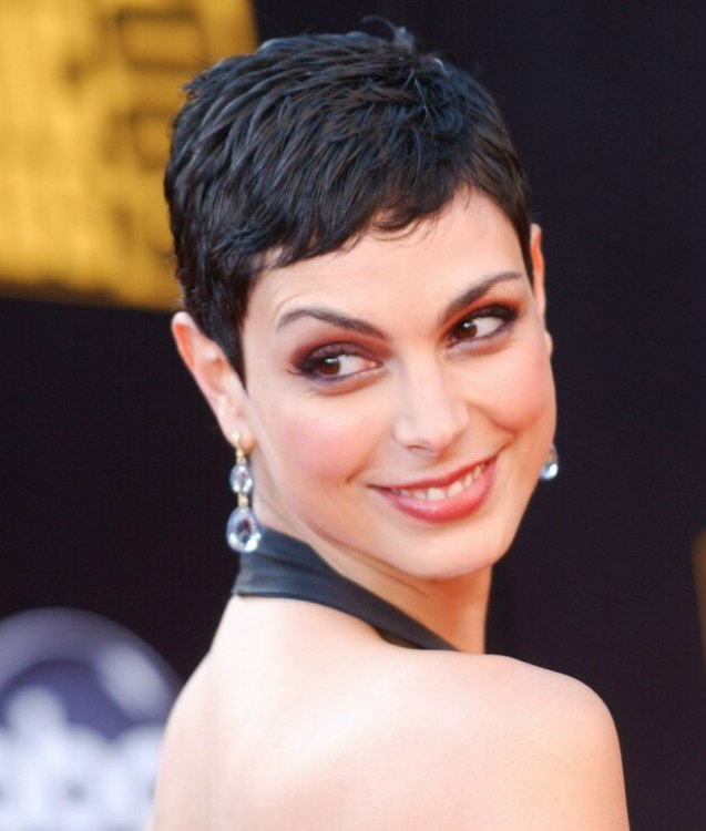 Morena Baccarin S Practical And Very Short Haircut For