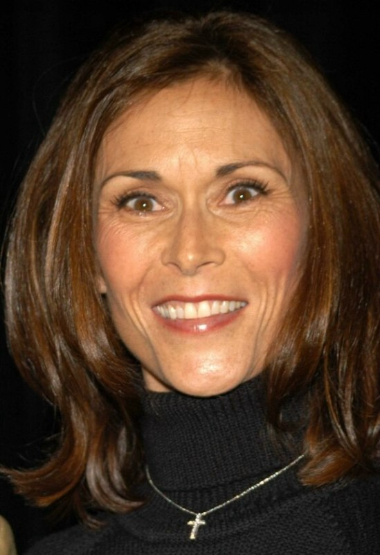 Kate Jackson Elegant Hairstyle For 50 Women
