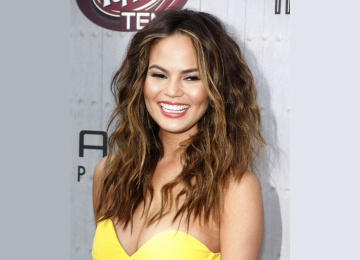 Chrissy Teigen - Long hair with medium-sized curls