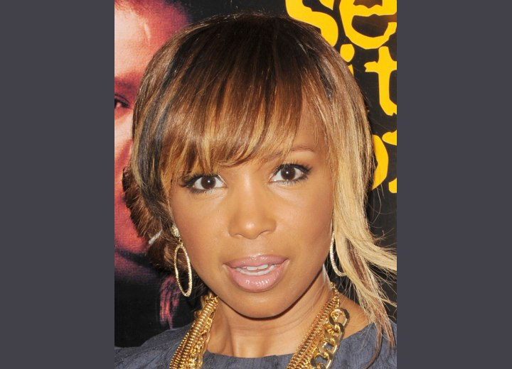 Elise Neal with highlighted brown hair