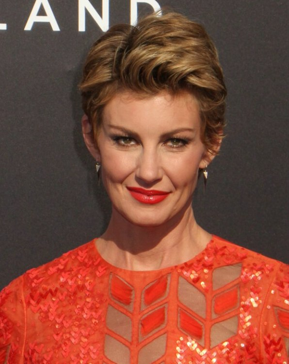 Faith Hill Pixie