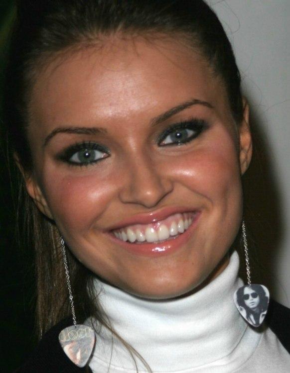 More Heidi Mueller Hairstyles - hairline-heidi-mueller