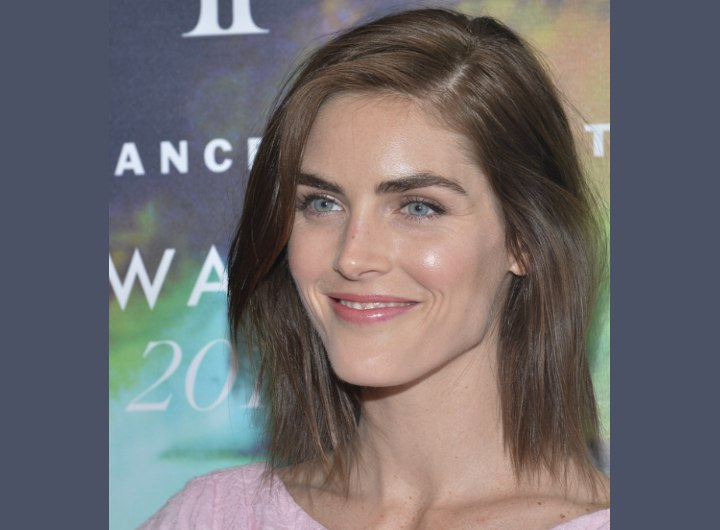 Hilary Rhoda's medium length hairstyle