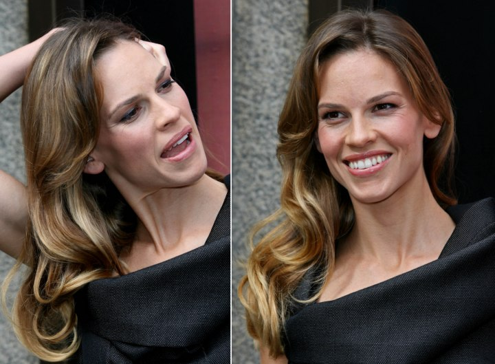 Hilary Swank's brown hair color with blonde streaks