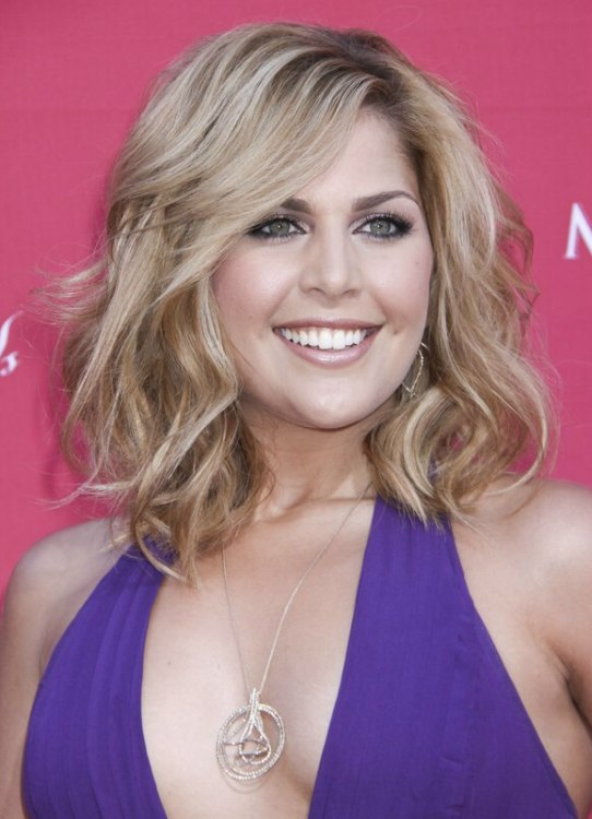 Hillary Scott S Simplistic Informal Hairstyle And Collette Wolfe S California Girl Look