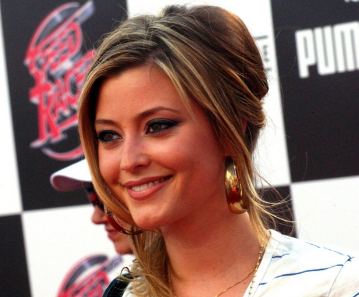 Holly Valance with her hair in a loose bun