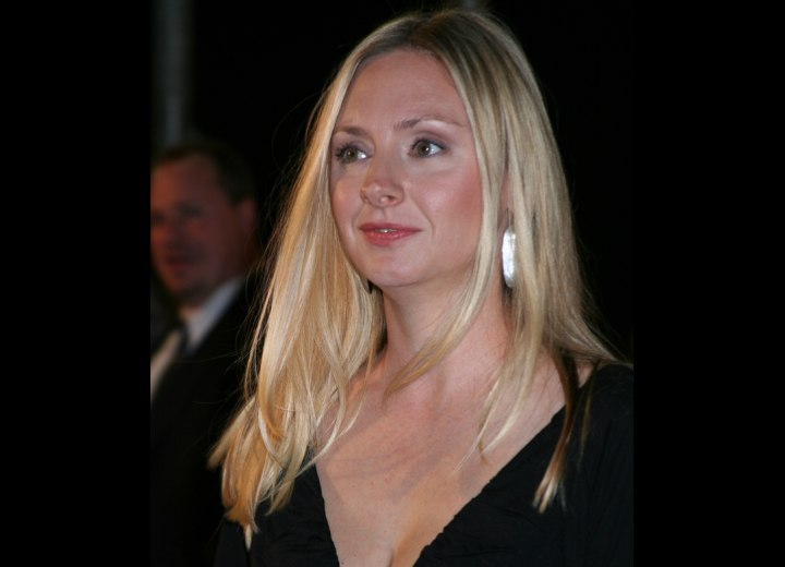 Hope Davis wearing a trendy and sleek long hairstyle