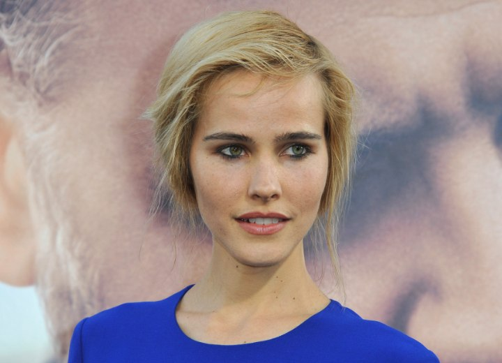 Isabel Lucas With Her Hair In An Updo That Gives The
