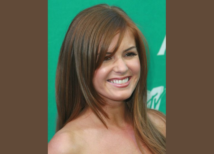 Isla Fisher's hair with tapered bangs