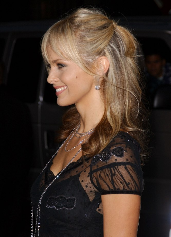 Izabella Scorupco S Hair Styled To A Semi Tail With