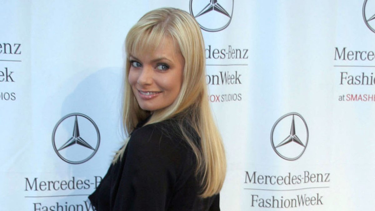 Jaime Pressly Wearing Long Blonde Hair With Bangs And A