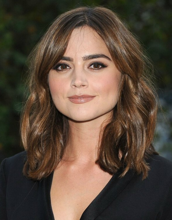 Whether it's a statement block number or a care-free side-swept fringe like  Penelope Cruz's, don't be afraid to try a fringe. We love her laid-back  style.