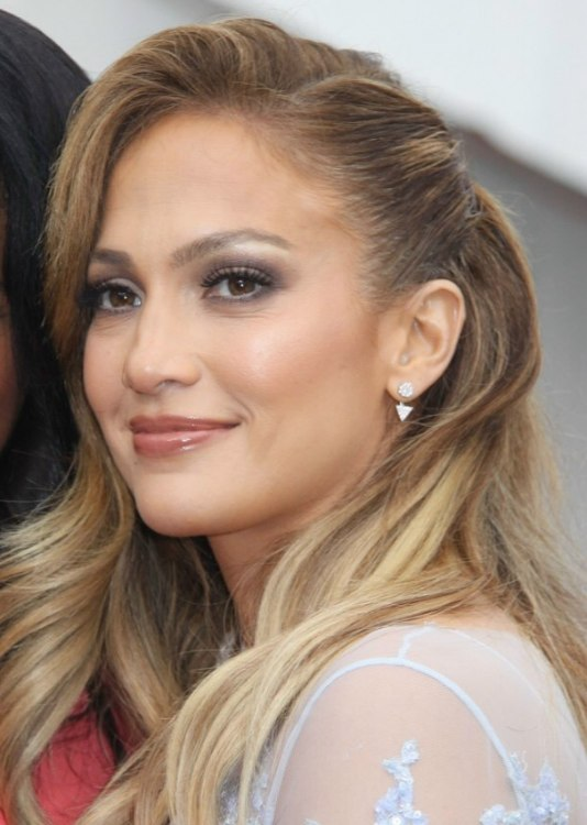 Jennifer Lopez wearing her hair in a comb over style with waves