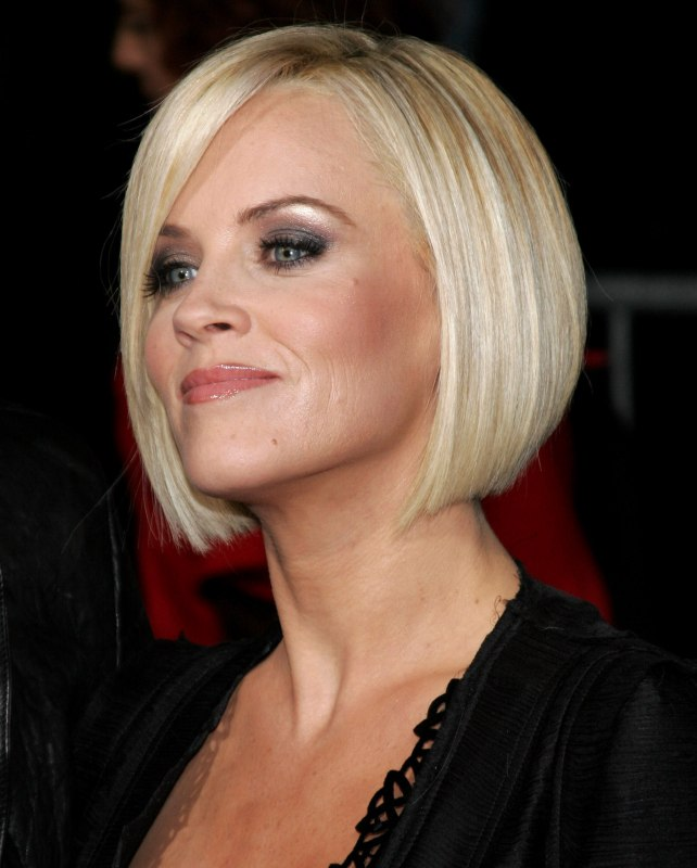 Jenny Mccarthy Wearing Her Hair Straight And Bobbed Just Below Her