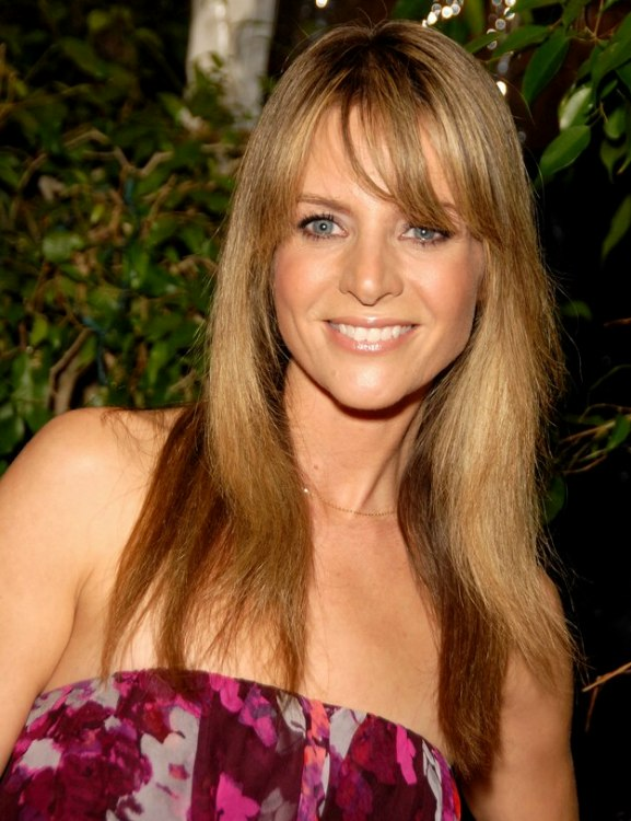 Jessalyn Gilsig California Girl Look Hairstyle With Highlights For Long Hair
