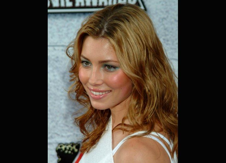 Side view of Jessica Biel's hair
