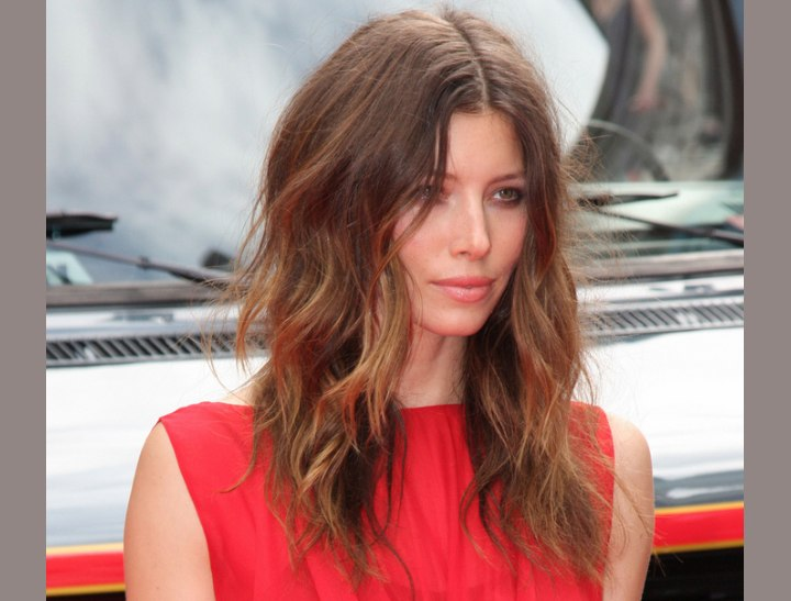 Jessica Biel's hair with color contrasts