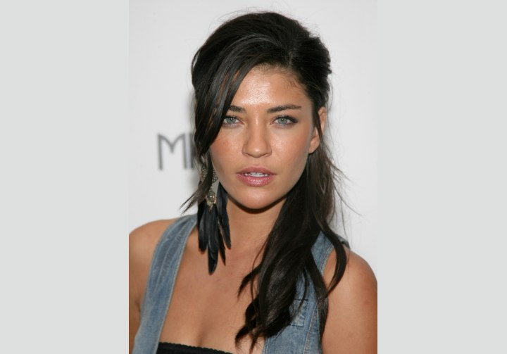 Jessica Szohr wearing her hair in front of her shoulder