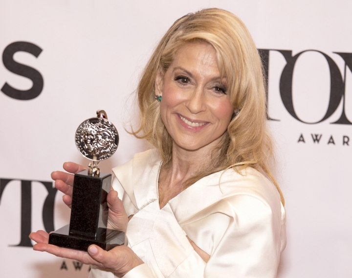 Judith Light's straight hair with curled tips