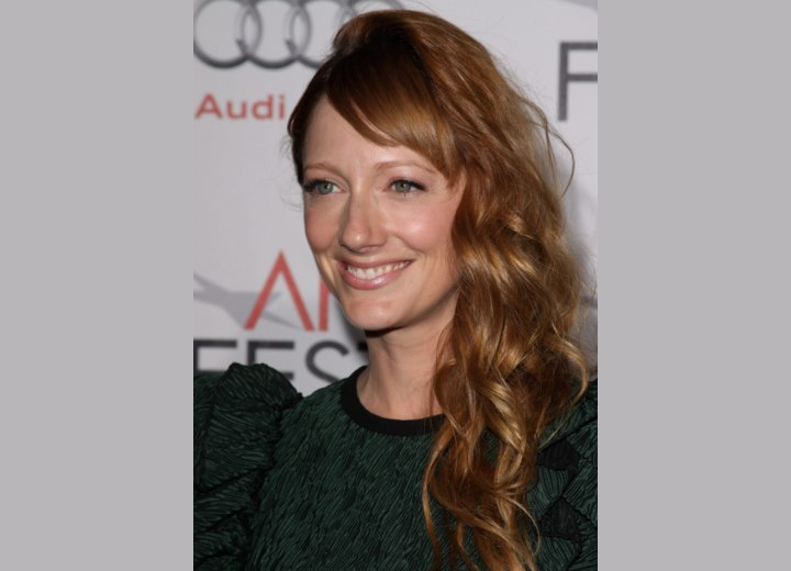 Judy Greer's easy to fix long hairstyle