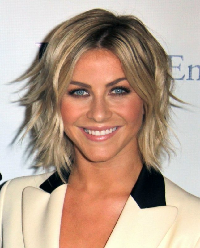how to style your hair like julianne hough julianne hough wearing hair in a curled bob with spice 3916