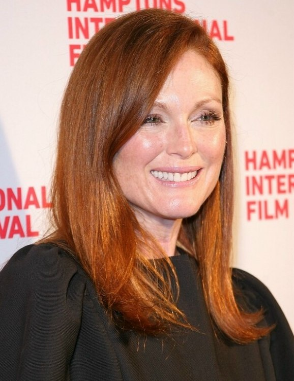 Julianne Moore S Signature Hair Color Crimson Colored Hair