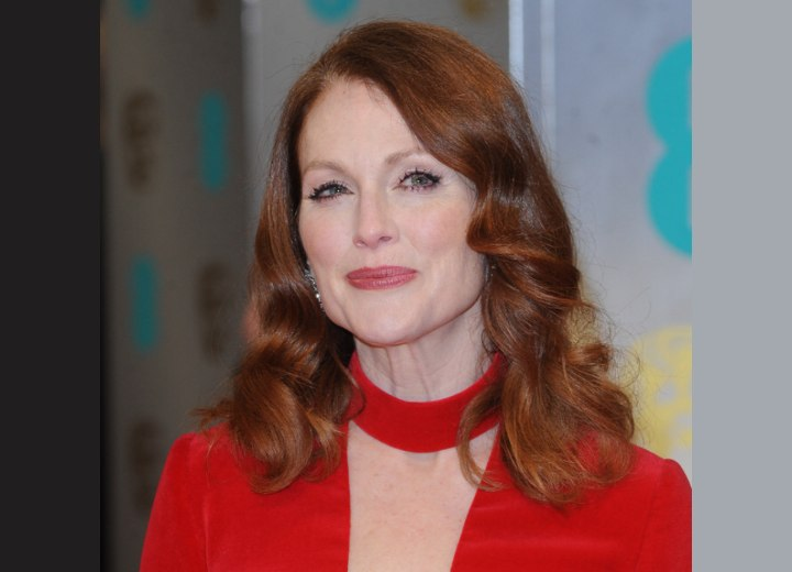 50 Plus Julianne Moore How To Rock Both Red Hair And A Red