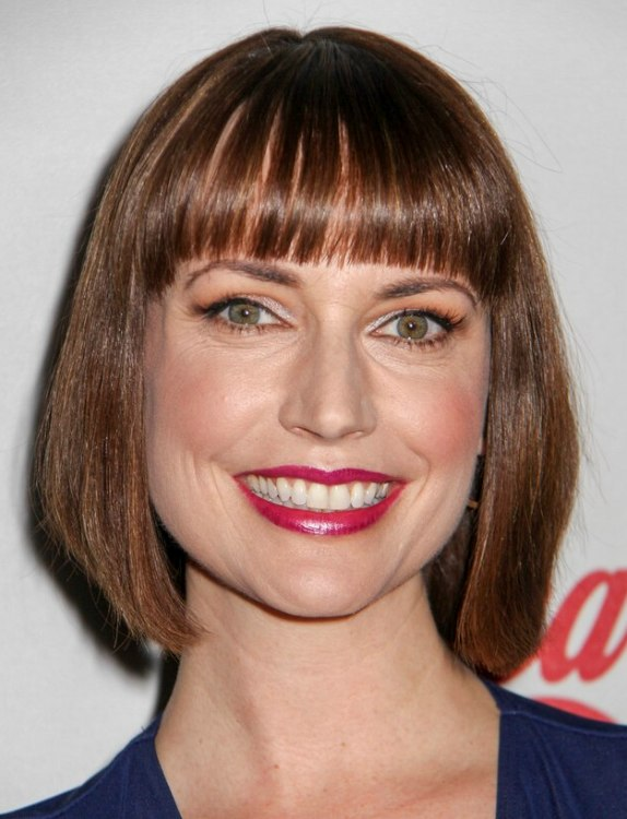 Julie Ann Emery S Bob Haircut With Thick Right Above The