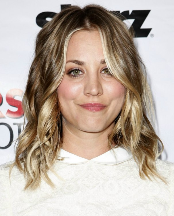 Kaley Cuoco Fashionable Long Hair With Layers And Bright Highlights