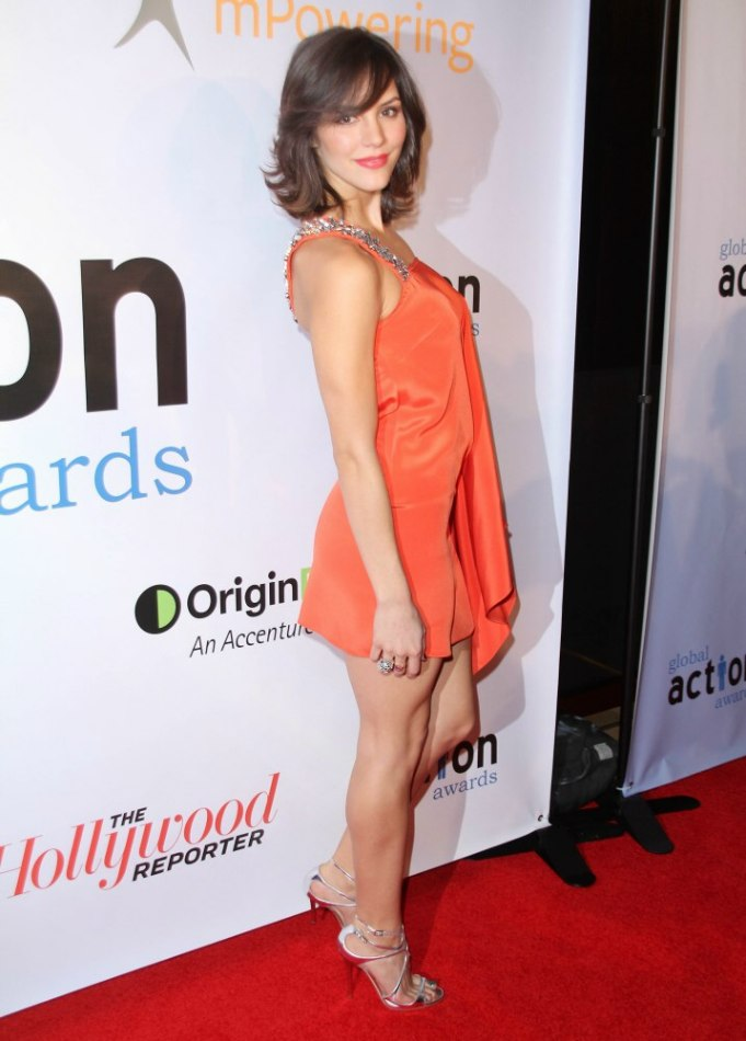 Katharine Mcphee Moderate Length Layered Hair With Side