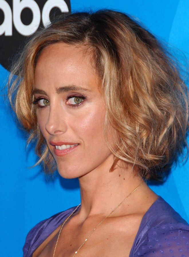 Kim raver layered bob hairstyle for an oblong shaped face S hairstyle bangs bouffant