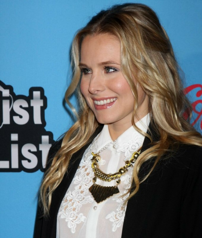 Kristen Bell Long Blonde Hair With Highlighted Shades
