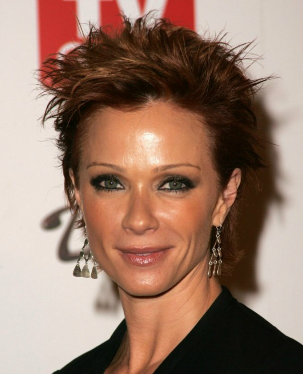 Lauren Holly Wearing Her Hair Short In A Pixie That Makes