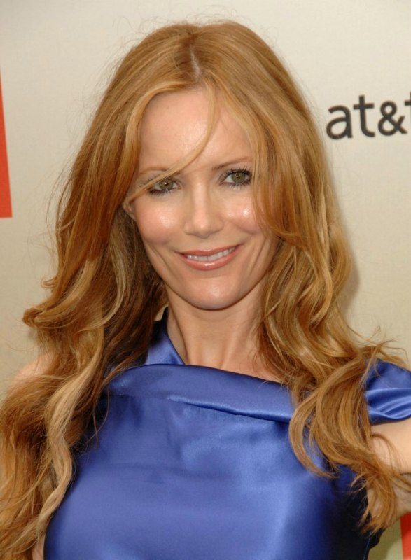 Leslie Mann With Bust Line Length Strawberry Blonde Hair