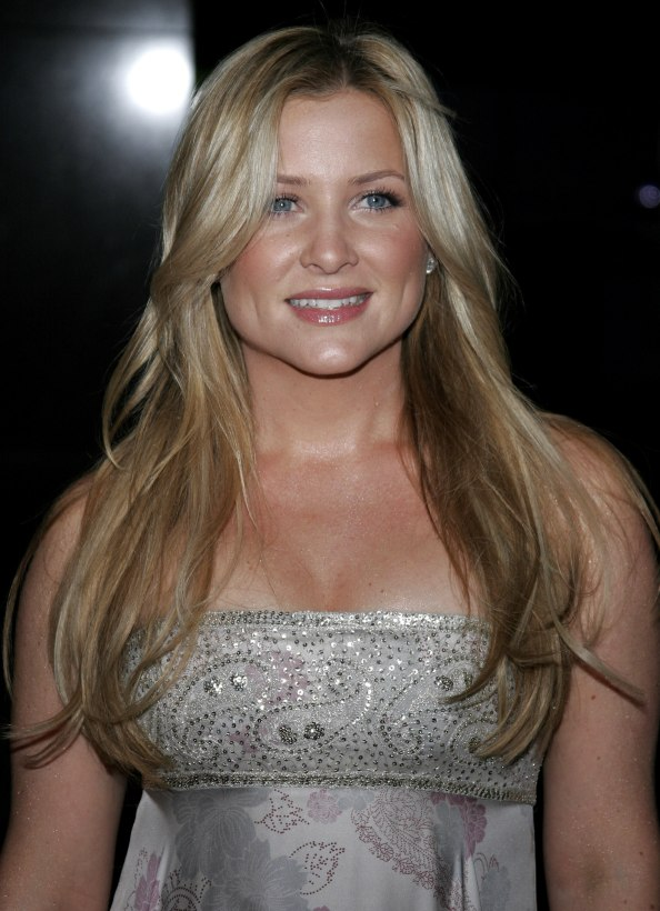 Jessica Capshaw Wearing Her Long Hair With A Stylish 1960 1970 Middle Part