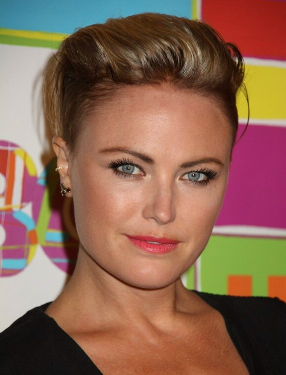 Malin Akerman S Short Pixie Cut Wit The Sides Of Her Hair