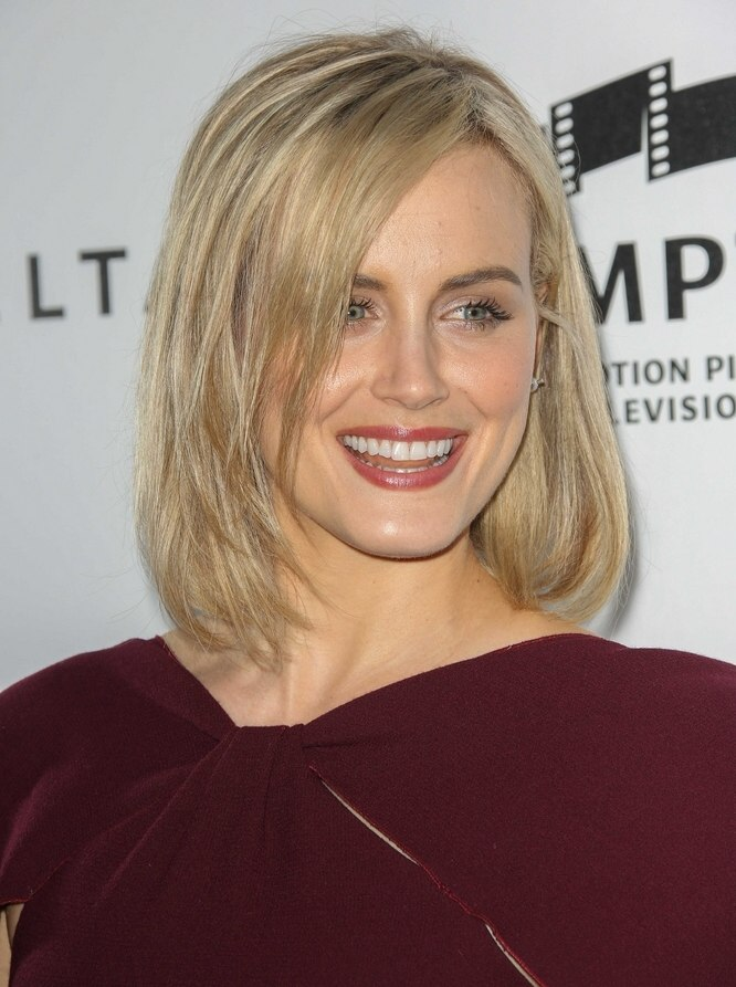 Taylor Schilling Medium Length Hair With Highlights And