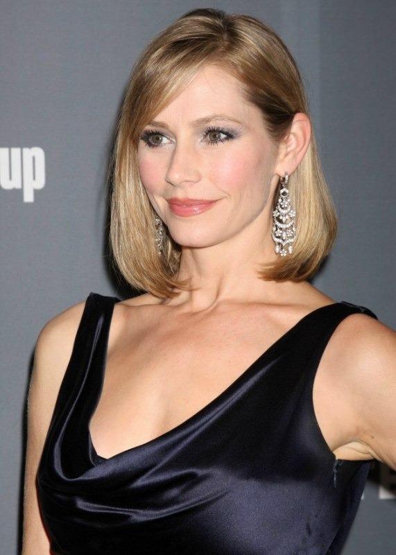 Meredith Monroe  Medium Length Hairstyle With A Rounded -7176