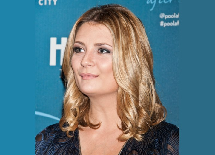 Mischa Barton with practical shoulder-length hair